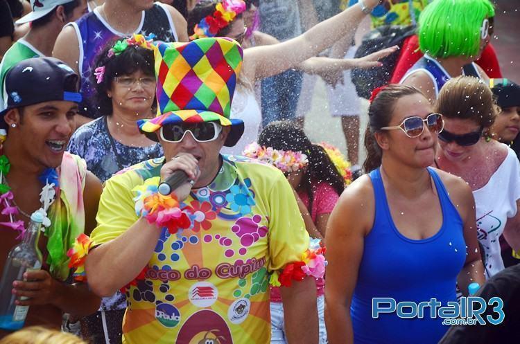 Gerson Leme, do Bloco do Cupim, comandou a festa junto com os foliões. (Foto: Luis Claudio Antunes/PortalR3)