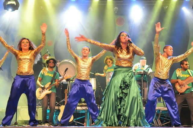 O grupo ForróNaré da comunidade Canção Nova faz show às 12h30 no sábado. (Foto: Divulgação/Canção Nova)
