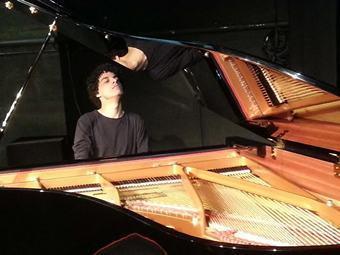 Recital de piano acontecerá na Sede da AMECampos no sábado de Carnaval, 14 de fevereiro, com entrada franca. (Foto: Divulgação)