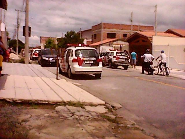 Polícia esteve no local do crime. (Foto: Internauta PortalR3)