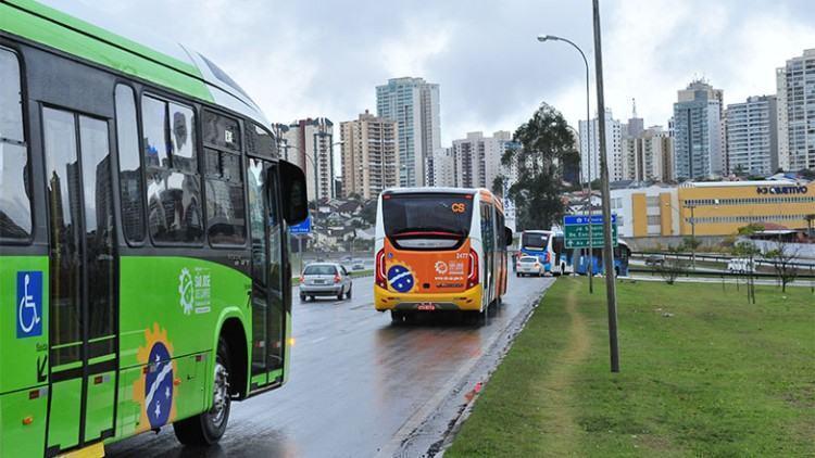 Caso seja necessário reforço, 12 ônibus estarão à disposição durante todo este período. (Foto: Antonio Basilio/PMSJC)