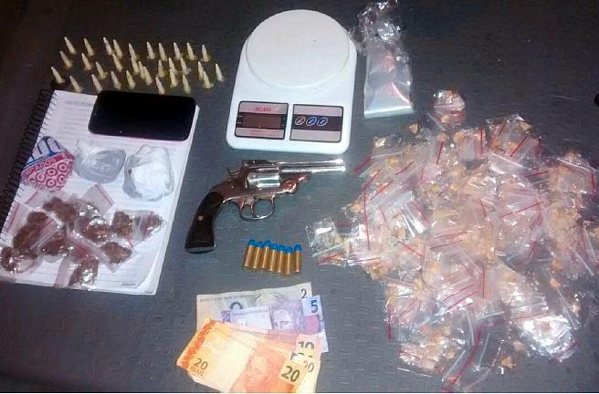 Drogas, munições e outros materiais apreendido pela PM de Taubaté. (Foto: Polícia Militar de Taubaté)