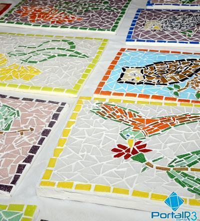 As atividades serão ministradas pela artista plástica Claudia Blanco, profissional experiente nesta técnica de produção em mosaicos. (Foto: Luis Claudio Antunes/PortalR3)