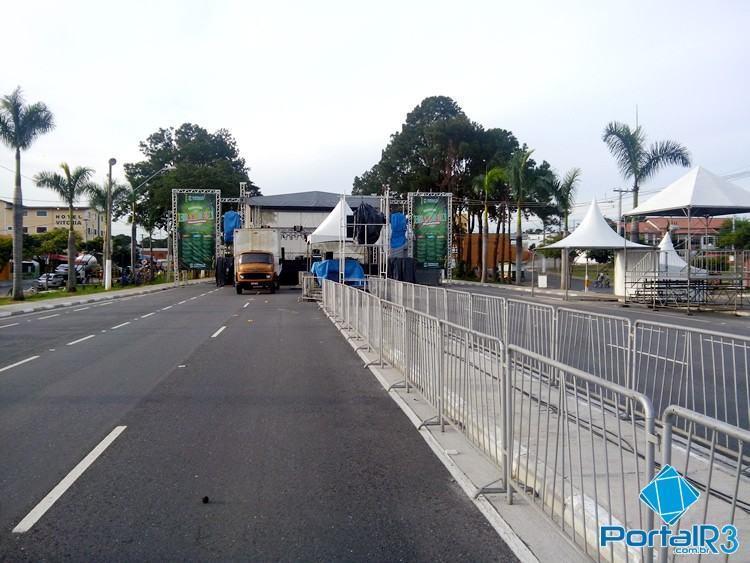 Avenida do Samba recebe últimos acertos para o início da festa na noite desta sexta-feira. (Foto: Sérgio Ribeiro/PortalR3)