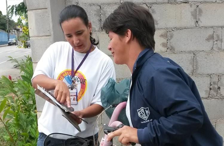 Agentes realizando ações  com moradores da cidade. (Foto: Divulgação/PMP)