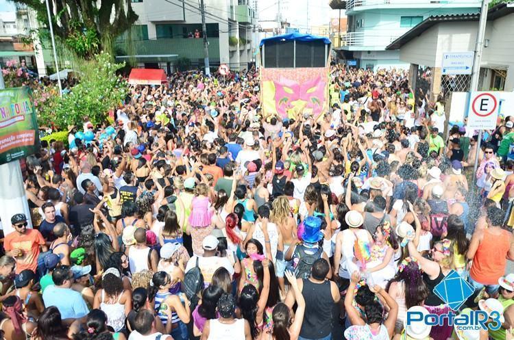 Milhares de pessoas curtem a tarde do sábado de carnaval com o Juca Teles em Pinda. (Foto: Luis Claudio Antunes/PortalR3)
