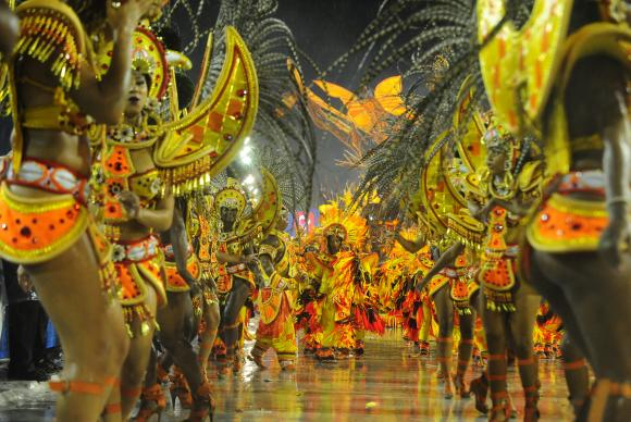 Unidos do Viradouro desfila no primeiro dia do Grupo Especial das Escolas de Samba do Carnaval 2015 (Foto: Tânia Rêgo/Agência Brasil)
