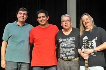 A banda, formada por Benoit Decharneux (Guitarra), Raul de Sá (Teclados), Henrique Macedo (Baixo) e Elias Pontes (Bateria), apresenta a fusão do Jazz com o Rock, Funk, Blues e Música Brasileira. (Foto: Divulgação/AJFAC)