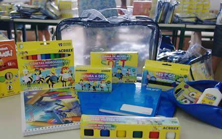Kits escolares foram distribuídos aos alunos no início do ano letivo. (Foto: Divulgação/PMP)