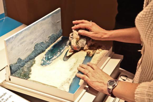 Obras  do  acervo  da  Pinacoteca  do  Estado  de  São  Paulo  foram  reproduzidas  e  adaptadas  para              incluir  o  público  com  deficiências  sensoriais,  motoras  e  intelectuais. (Foto: Arquivo/Agência Brasil)