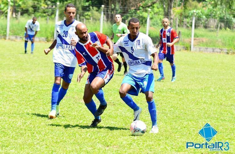 Lance da partida entre Capituba e Cantareira, que aconteceu neste domingo (22), no campo da Afizp. (Foto: Luis Claudio Antunes/PortalR3)