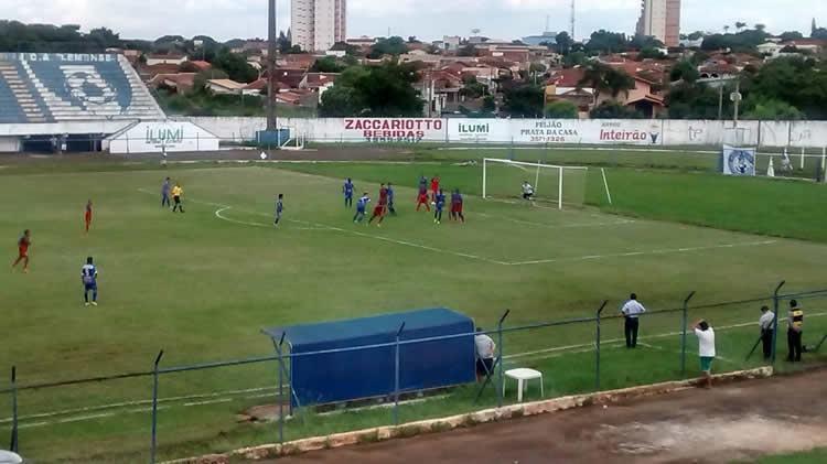 Lance da partida contra a Lemense, na primeira vitória do time do Vale. (Foto: Divulgação / Guaratinguetá Futebol Ltda)