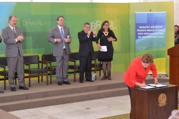 Lei adia entrada em vigor do Marco Regulatório das ONGs, sancionado em julho de 2014, pela presidenta Dilma Rousseff. (Foto:  Wilson Dias/Agência Brasil)
