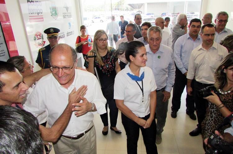 Alckmin encerrou sua passagem por Pindamonhangaba conhecendo as instalações do Poupatempo. (Foto: Fernanda Munhoz/PMP)