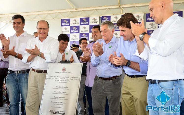 Autoridades presentes na inauguração em Pindamonhangaba. (Foto: Luis Claudio Antunes/PortalR3)