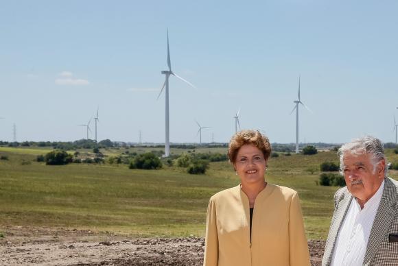 Dilma Rousseff e José Mujica acompanham inauguração de parque eólico. (Foto: Roberto Stuckert Filho/Divulgação Presidência da República)