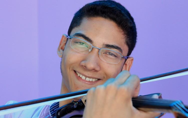 Um dos aprovados é Rosenilson Barbosa, 18 anos, estudante e violinista, natural de Barra Mansa (RJ) e que toca na Orquestra Sinfônica daquela cidade. Também integrou a Orquestra Sinfônica de Câmara de Jacareí entre 2011 e 2014. (Foto: Valter Pereira/PMJ)