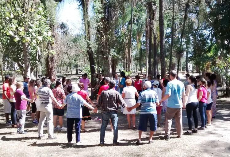As rodas de dança circular são realizadas pela Baú Arte Cultura, por meio do Departamento de Cultura da Prefeitura. (Foto: Fernanda Munhoz/PMP)