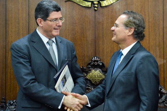 O ministro da Fazenda, Joaquim Levy, reúne-se com o presidente do Senado, Renan Calheiros, e líderes da base do governo. (Foto: Antonio Cruz/ Agência Brasil)