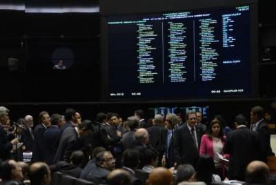 Plenário do Congresso Nacional segue apreciando os vetos contantes na pauta (Foto: Fabio Rodrigues Pozzebom/Agência Brasil)