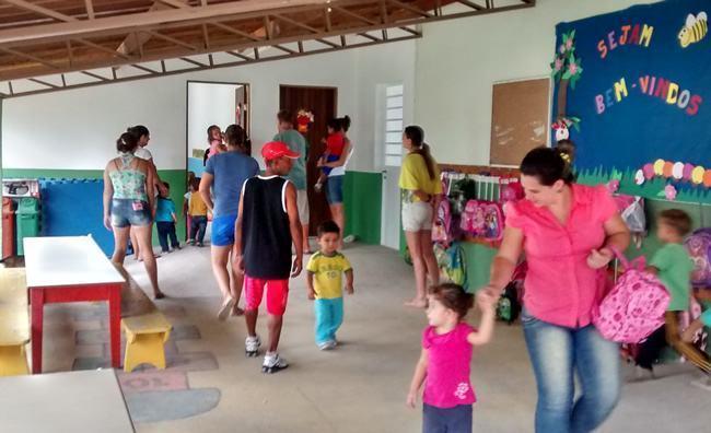 : As duas novas salas de aula e o pátio coberto que recebeu ampliação. (Foto: Fernanda Munhoz/PMP)