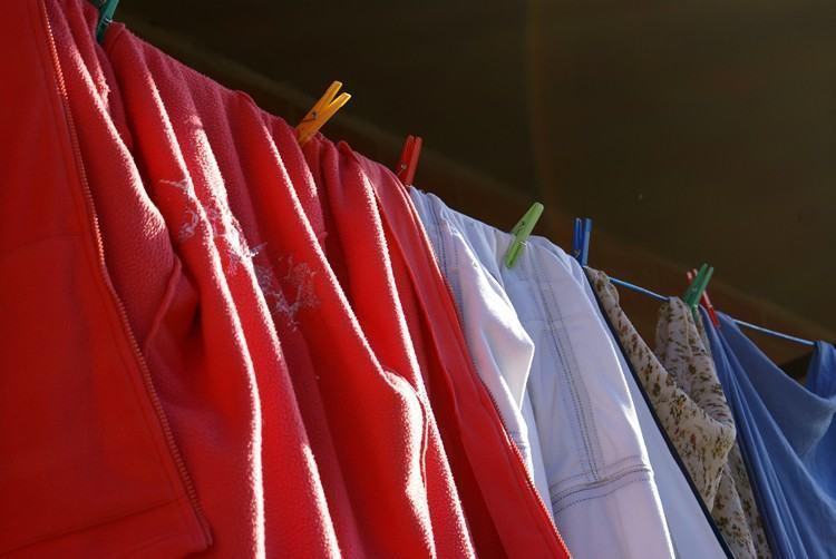 Também podem ser doados sapatos, meias, cachecóis, blusas, calças e toucas. (Foto: Freeimages)