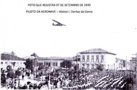 Avião sobrevoa Pindamonhangaba no 7 de setembro de 1940. (Foto: reprodução)