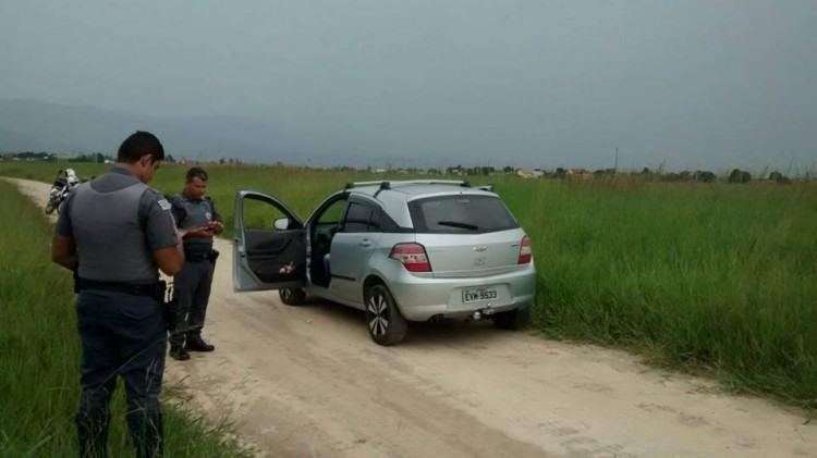 Veículo que foi encontrado homem morto atingido por vários disparos. (Foto: Divulgação)
