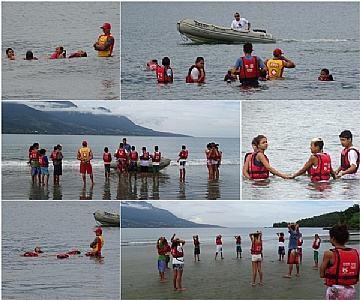 Turma da manhã em sua primeira aula no mar. (Divulgação/Seesp/PMSS)