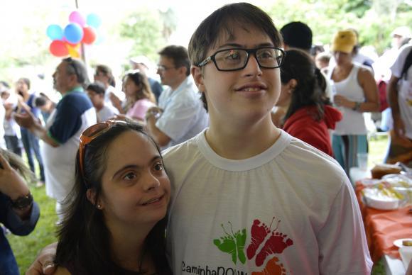Maria Clara Machado Israel e Ian Stuckert acreditam e lutam pela autonomia dos portadores da síndrome de Down. Eles pretendem se casar, quando terminarem os estudos (Wilson Dias/Agência Brasil)