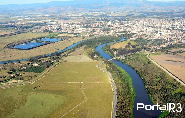Rio Paraíba do Sul no trecho que passa por Pindamonhangaba. (Foto: Luis Claudio Antunes/PortalR3)