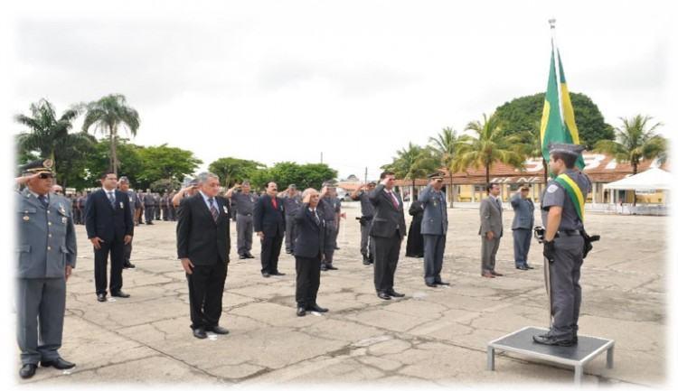 Homenageados durante a formatura em Taubaté. (Foto: Divulgação/5º BPM/I)