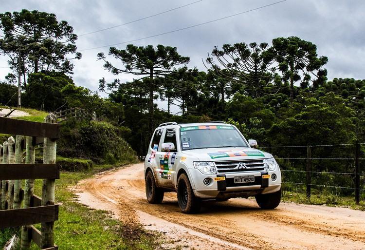 Trilhas úmidas desafiaram os competidores e seus Mitsubishi . (Foto: Adriano Carrapato/Mitsubishi)