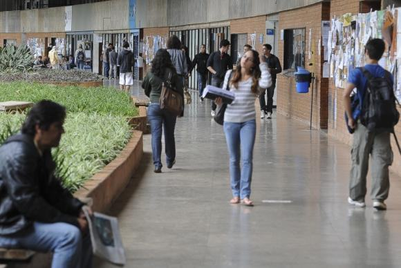 Decisão pretende evitar cobranças abusivas que comprometam tanto a oferta do financiamento como o pagamento futuro pelos estudantes (Arquivo/Agência Brasil)