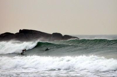 Segundo os organizadores, o evento consiste numa grande confraternização entre todas as escolas de surf municipais do Estado de São Paulo (Foto: Divulgação/PMU)