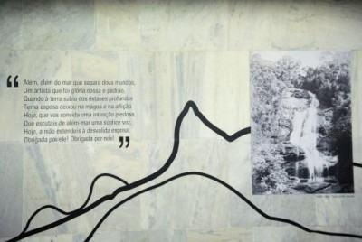 A exposição O Rio de Machado de Assis e seus Melhores Poemas homenageia os 450 anos do Rio de Janeiro, na Galeria de Arte e Literatura, no mezanino da Estação Central do metrô. (Imagem: Tânia Rêgo/Agência Brasil)
