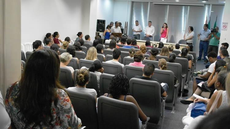 Desde 2013 os moradores de Pindamonhangaba têm a oportunidade de se inscrever para concorrer às bolsas de estudo universitário. (Foto: divulgação/PMP)