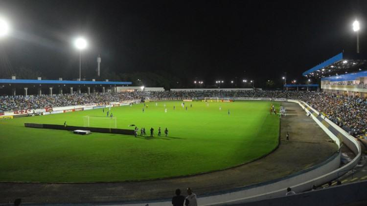O Estádio Martins Pereira recebe pela primeira um jogo com times da elite do futebol nacional, após reformas de modernização. (Foto: Tião Martins/PMSJC)