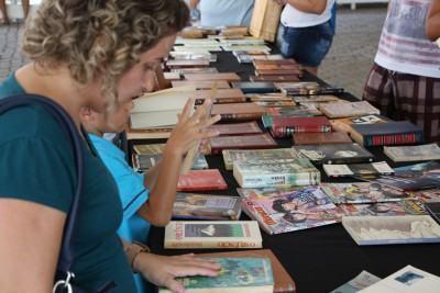 Para participar é necessário trazer livros e HQ's, ambos em bom estado de conservação, para serem trocados por semelhantes. (Foto: Divulgação/Sesc)