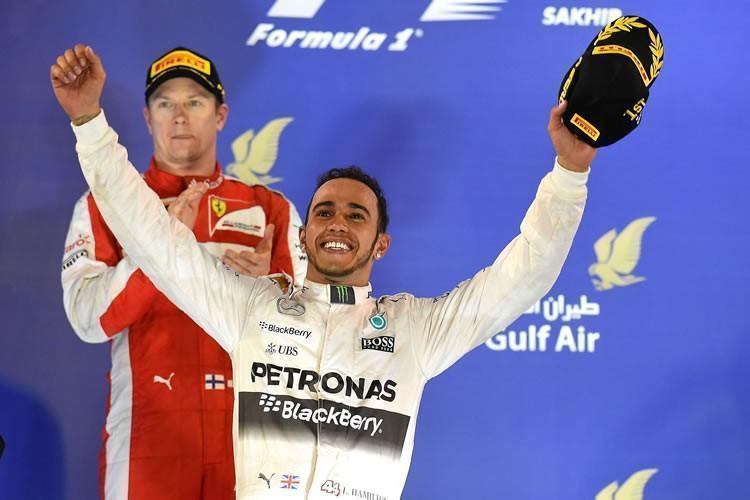 Lewis Hamilton comemora vitória no Bahrein. (Foto Studio Colombo/ Pirelli)