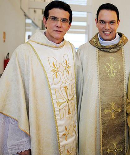 Padres Adriano Zandoná e Reginaldo Manzotti participam do Acampamento Curados para Amar. (Foto: divulgação/CN)