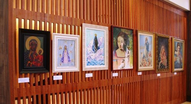 Montada no início deste mês, a exposição é composta por sete telas. (Foto: divulgação)