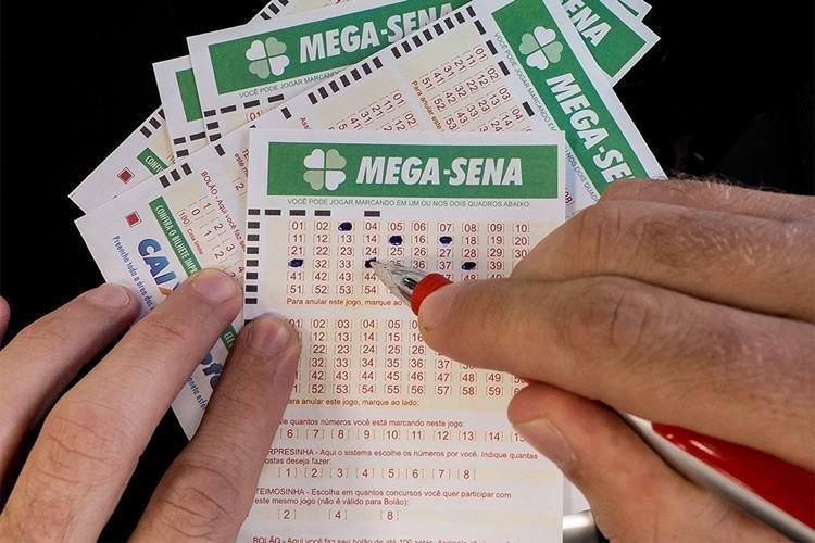 Prêmio da Mega-Sena continua acumulado. (Foto: Rafael Neddermeyer / Fotos Públicas)