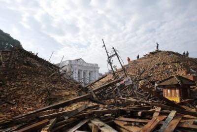 Dois terremotos, um no sábado e um no domingo, devastaram a capital do Nepal, Katmandu, e fizeram vítimas também na Índia e na China. (Foto: Abir Abdullah/EPA/Agência Lusa)