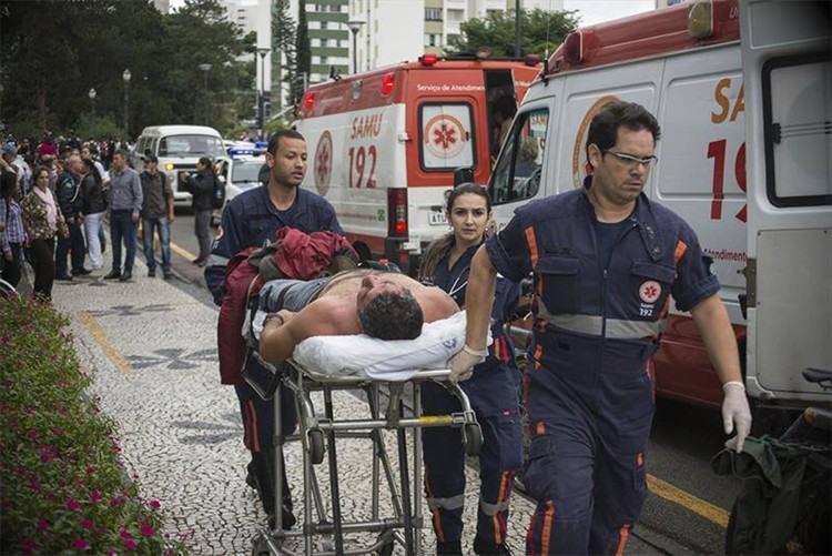 A Polícia Militar usou bombas de gás, balas de borracha e jatos de água para dispersar os manifestantes. . (Foto: Gabriel Rosa/SMCS)