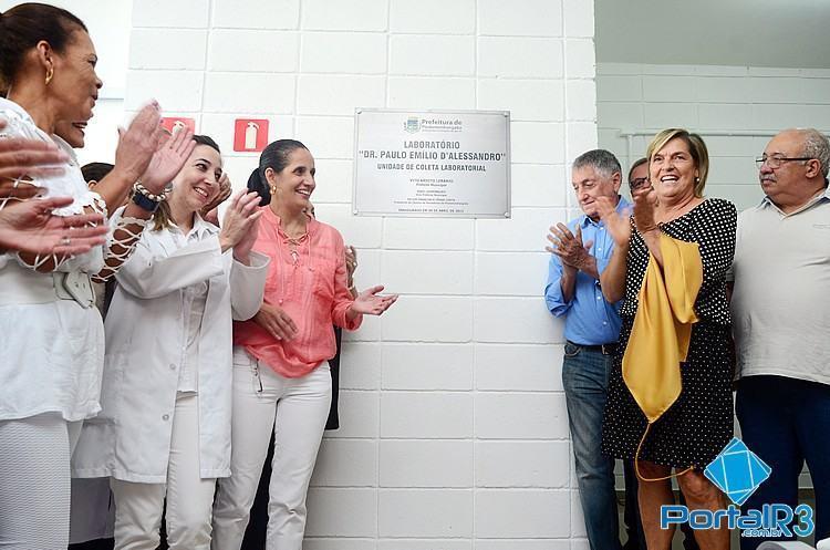 Momento do descerramento da placa inaugural do novo centro de coleta. (Foto: Luis Claudio Antunes/PortalR3)
