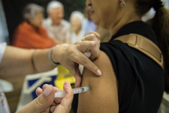 A meta do governo é vacinar 39,7 milhões de pessoas contra a gripe. (Foto: Marcelo Camargo/Agência Brasil)