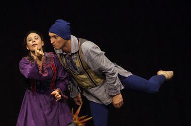 peça tem a direção de Diane Ichimaru e é uma mistura dança e teatro, com textos e movimentos coreografados. (Foto: Divulgação/PMT)