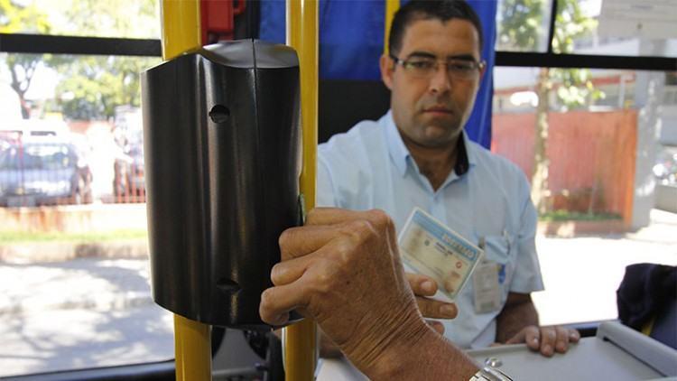 O objetivo é verificar se o portador do cartão é realmente o dono do bilhete, evitando que terceiros utilizem o benefício que é pessoal e intransferível. (Foto: Antonio Basilio/PMSJC)
