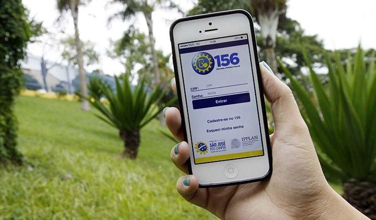 Aplicativo permite ao munícipe de São José dos Campos solicitar serviços, obter informações, registrar elogios, sugestões ou reclamações diretamente de seu celular. (Foto: Antônio Basílio/PMSJC)